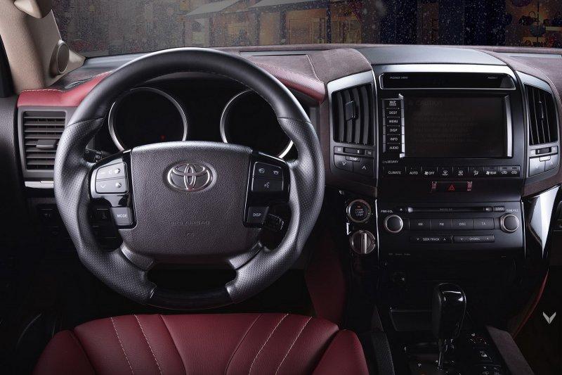 Vilner кастомизировал салон Toyota Land Cruiser