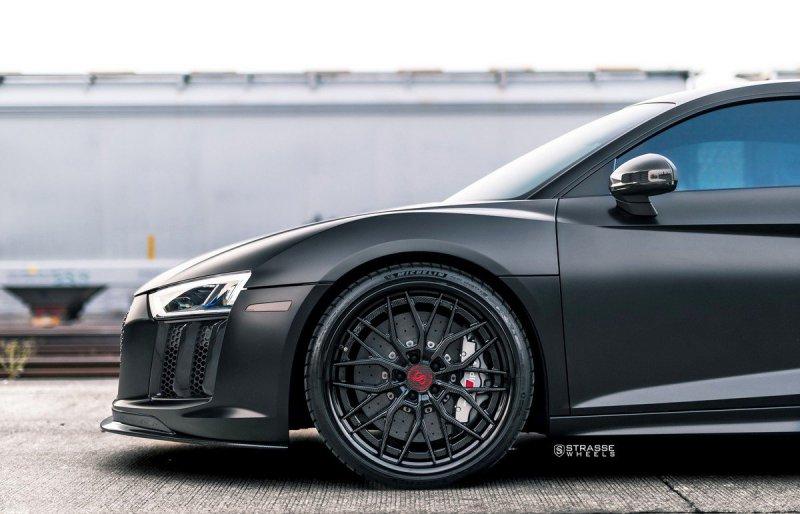 Audi R8 V10 Plus с кастомным обвесом на дисках Strasse Wheels