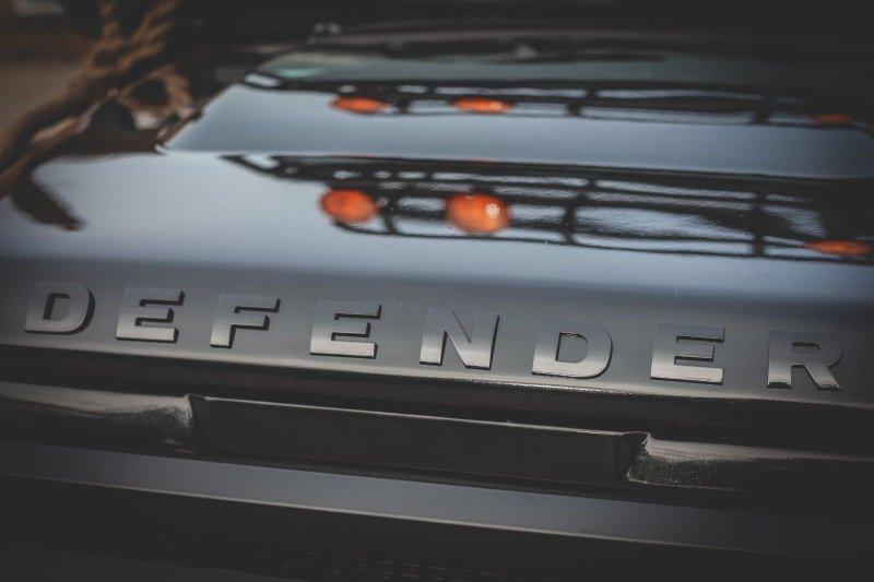 Реплика Land Rover Defender из фильма «007: Спектр»